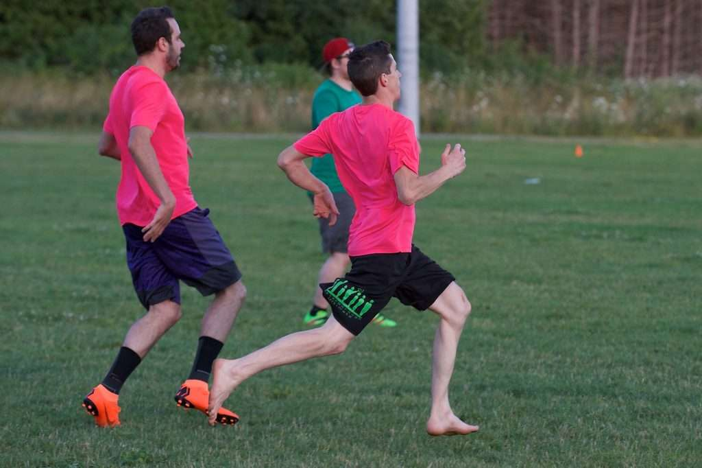 playing ultimate frisbee barefoot feels better